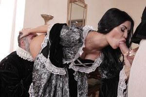Hot arabian nudist girl