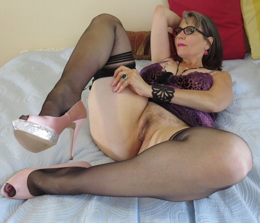 Nude mature the wide hip body pic