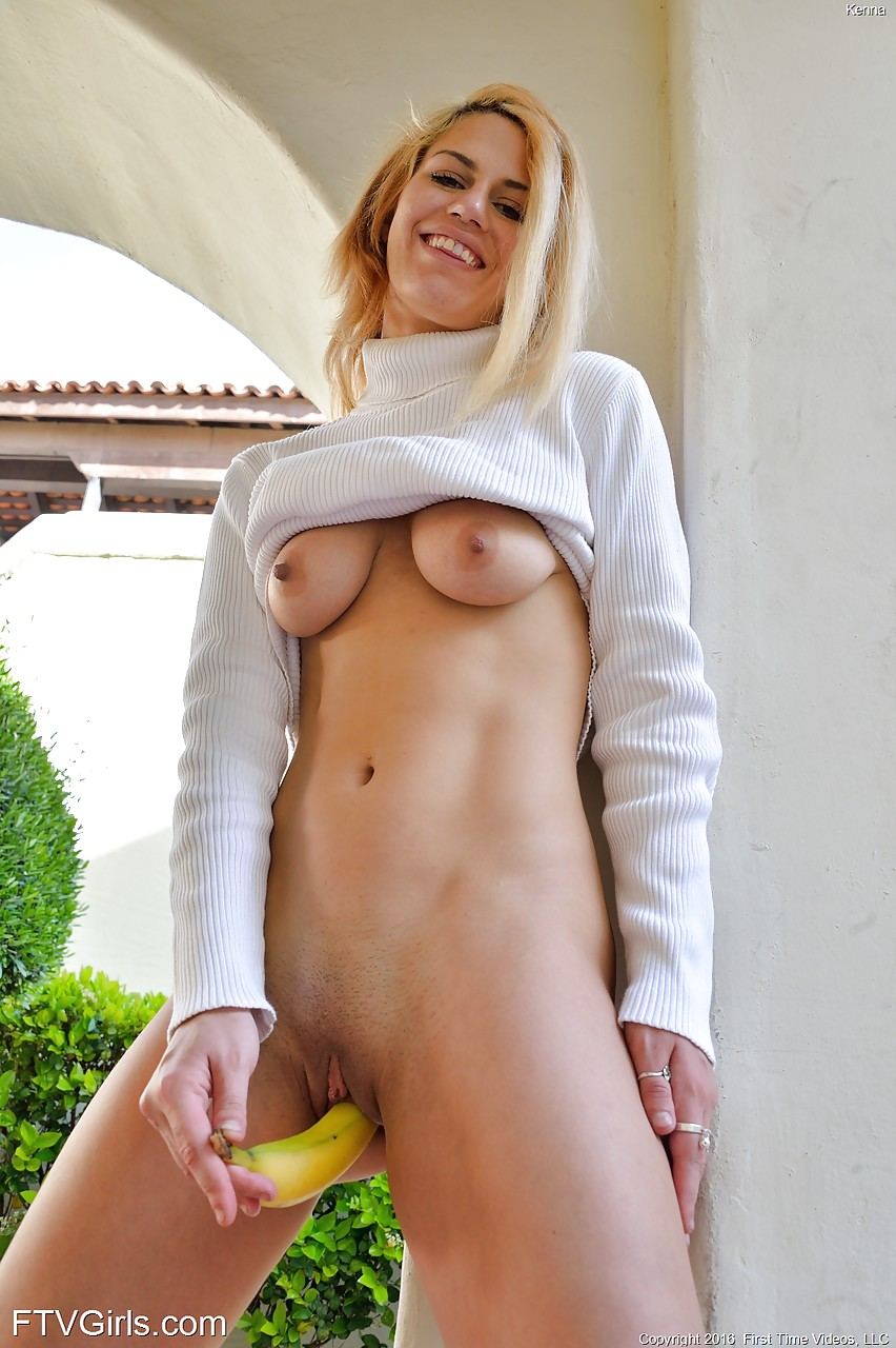 Hot blonde nude pussy